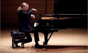 Concert piano Denis Kozhukhin Auditprium du Louvre Paris Billets abonnement carte  spectacles coffret culture